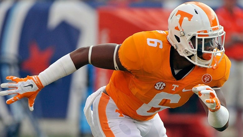 Tennessee player is changing his number to honor a Knoxville 'hero'