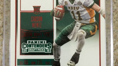 2016 Contenders Carson Wentz RED Rookie RC Auto RARE 50 Or Less
