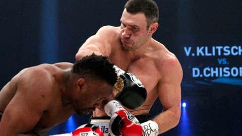 Vitali Klitschko defeats Dereck Chisora