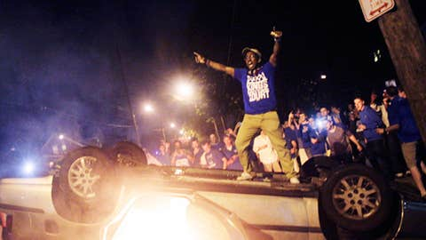 Image: Kentucky fans riot after the Wildcats won the men's basketball national title (© Christian Randolph/AP)