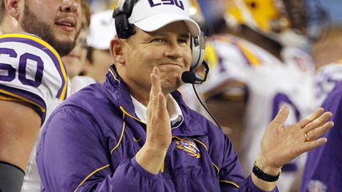 Les Miles keeps himself in the headlines