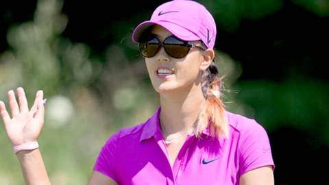 Michelle Wie waves to the crowd