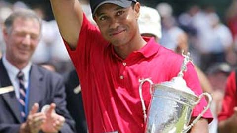 2008: Tiger wins despite handicap