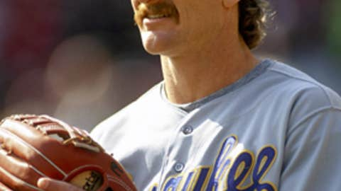 Robin Yount -- 3,142 total hits