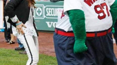 Paula Abdul boogies in Boston