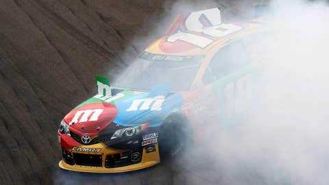 Image: Kyle Busch spins out (© Douglas Jones/USA TODAY Sports)