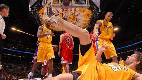 Gasol lifts the Lakers