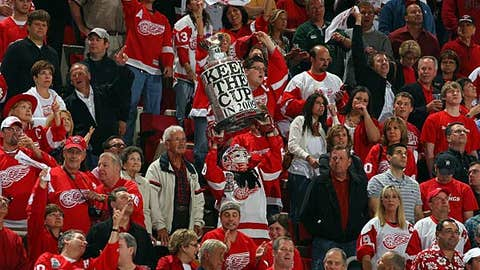 Will Detroit fans give the Wings a boost?