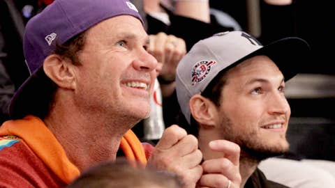 Chad Smith (L) and John Frusciante