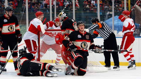 2009: Red Wings 6, Blackhawks 4 (at Wrigley Field)