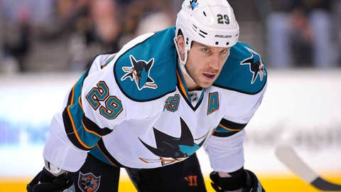 Sharks forward Ryane Clowe (@ryaneclowe29)