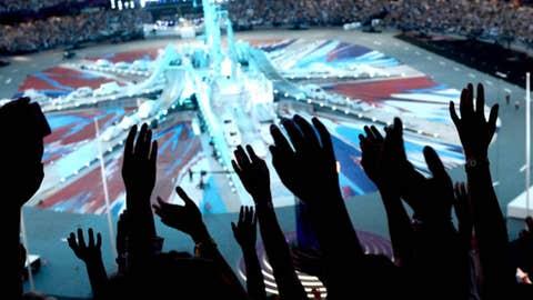 Spectators wave prior the closing ceremony