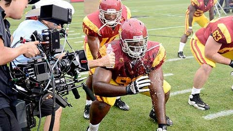 FILMING A CLOSE UP OF USC PLAYER GETTING WATER TO THE FACE AT LA MEMORIAL COLISEUM FOR FOX SPORTS 1 COMMERCIAL TV SPOT WITH THE TROJANS & THE SOONERS