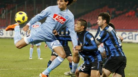 SSC Napoli's Edinson Cavani (L) fights f