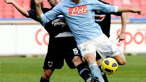 SSC Napoli's Edinson Cavani (R) is tackl