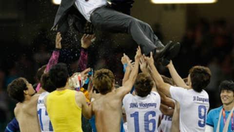Throw ya coach in the air!