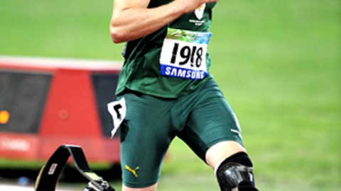 Can Oscar Pistorius be the first amputee runner to compete in the Olympics?