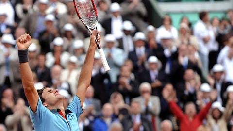 Federer finally prevails in Paris