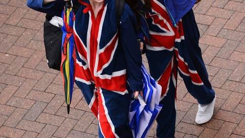 Union Jack Snuggie Girls