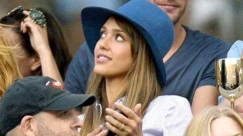 Jessica Alba watches Novak Djokovic