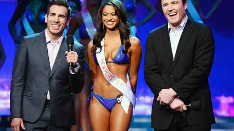 Kenny Florian, Hooters girl Marissa Raisor, and Chael Sonnen