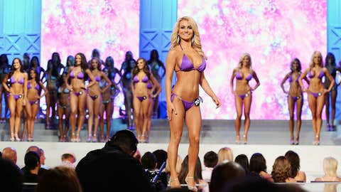 Jennifer Caudle at the 17th Annual Hooters International Swimsuit Pageant