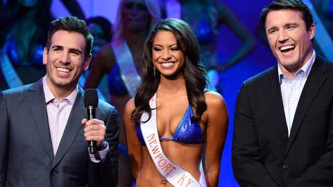 Hooters girl Marissa Raisor flanked by Kenny Florian and Chael Sonnen