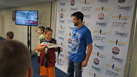 Carlos Condit demos the UFC belt for a lucky fan