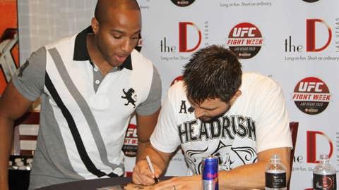 Carlos Condit autograph session
