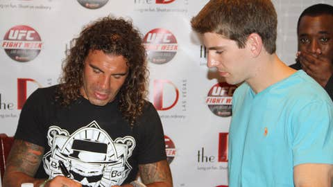 Clay Guida autograph session