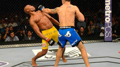 Anderson Silva faked a KO posture, then things got real