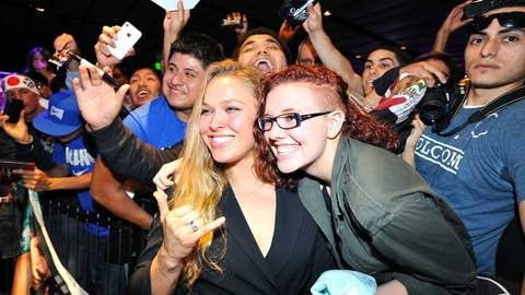 Ronda Rousey with LA UFC fans