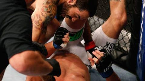 Matt Brown KOs Mike Pyle