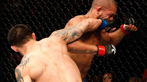 Daniel Pineda overhand rights Diego Brandao