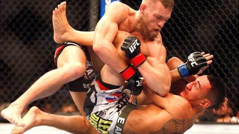 Conor McGregor elbows Max Holloway