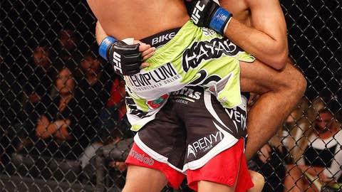 Rafael Natal locks in a guillotine choke