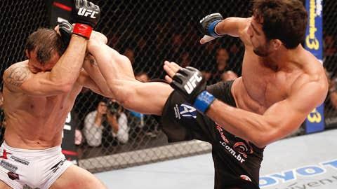 Elias Silverio launches a head kick