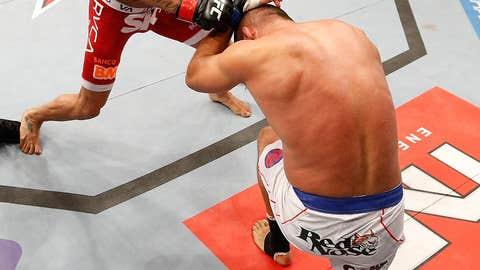 Belfort chopping Hendo down