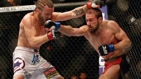 Ali Bagautinov punches Tim Elliott