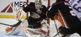 Gibson makes 39 saves, Ducks hold off Canadiens 2-1