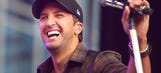 Country singer Bryan takes batting practice with White Sox