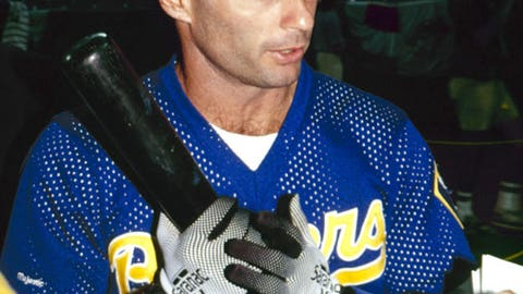 Paul Molitor finds unique way to first (1991)