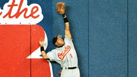1996 ALCS: Fan helps Derek Jeter's home run
