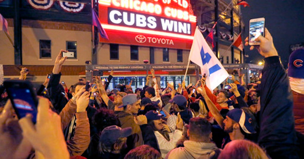 f6359f8af The Latest  Chicago Cubs arrive for championship rally