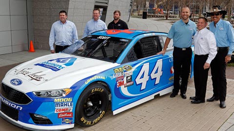 NASCAR gears up for 2016 with preseason media tour