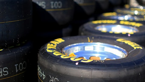 How does starting a race on qualifying tires change things?