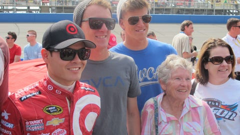 Pre-race in Fontana: Kyle Larson