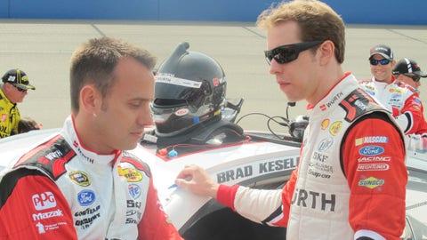 Pre-race in Fontana: Paul Wolfe and Brad Keselowski