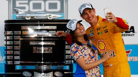 @joeylogano, 311,000 followers