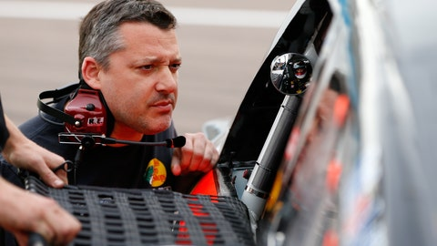 Tony Stewart is looking like the old 'Smoke' in the Phoenix garage